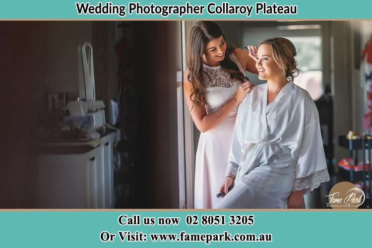 Photo of the Bride getting make up Collaroy Plateau NSW 2097