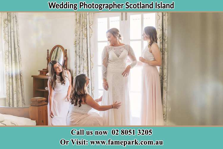 Photo of the bride and the bridesmaids preparing Scotland Island NSW 2105